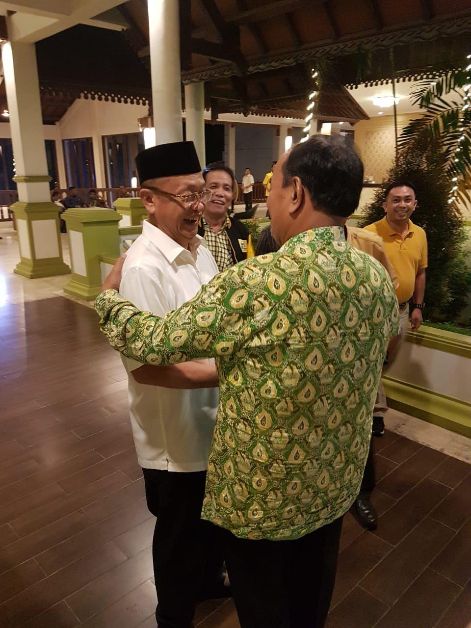 Amir  Sakib Bersama Ce di lobi hotel BW luxury usai musda