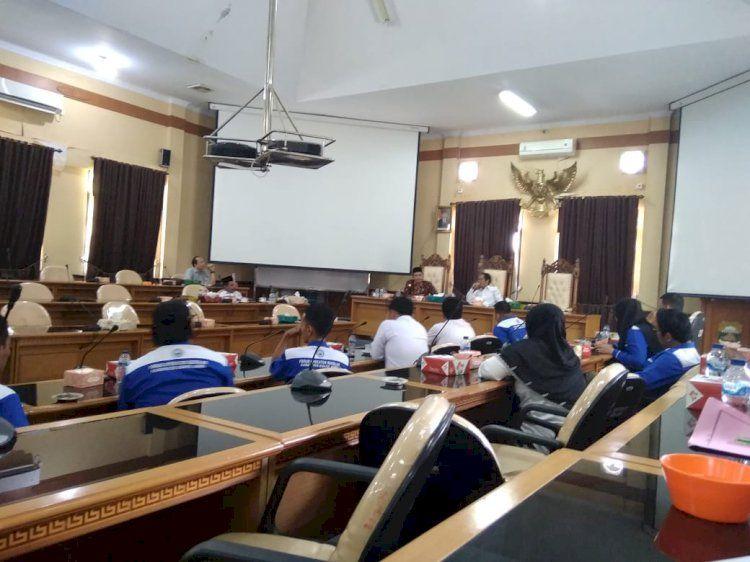 Pertemuan Komis I DPRD Muarojambi dengan operator dapodik.