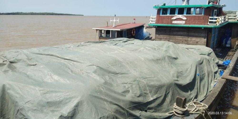 Kapal yang membawa bawang bombai ilegal