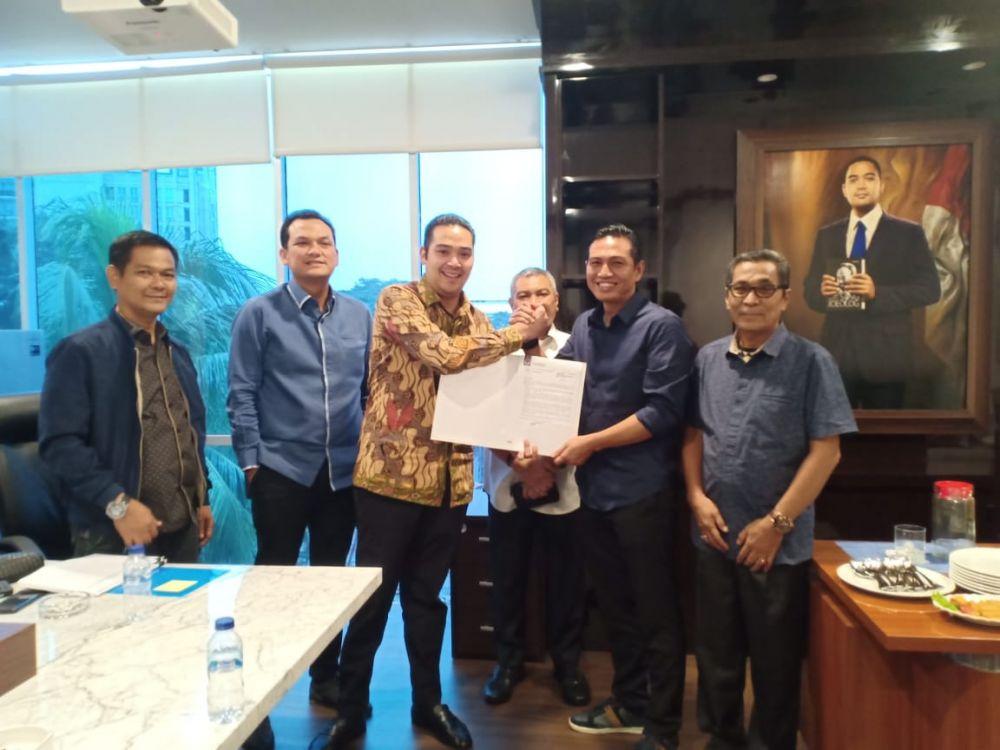 Fadhil menerima surat rekomendasi dukungan dari Nasdem