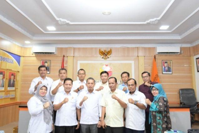 Komisioner KPU dan Bawaslu Foto bersama.