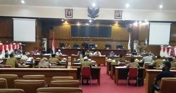 Rapat pembahasan anggaran covid 19 di Gedung DPRD Tanjabbar.