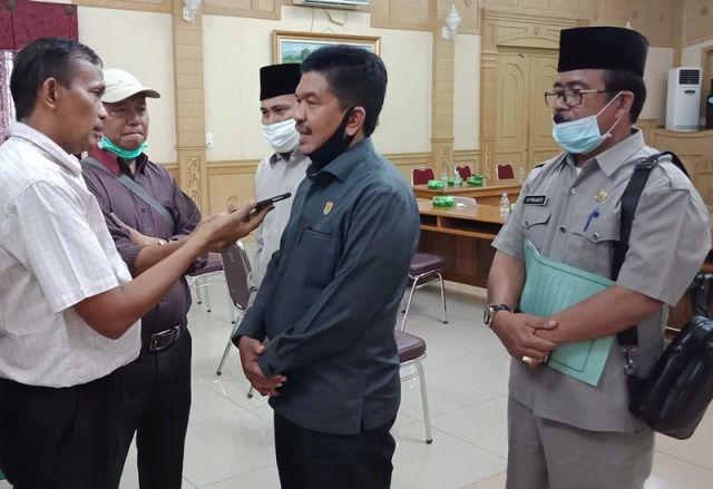 Ketua DPRD, Tontawi Jauhari SE Didampingi Sekretaris Dewan saat dimintai keterangan