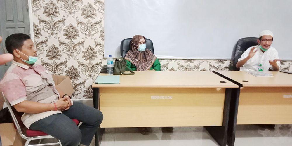 dr H Bambang Hermanto MKes mendengar pemaparan dari DPJP, dr Ozi Purna Sp PD bersama dr Darfina Dwi Rahayu Sp PD