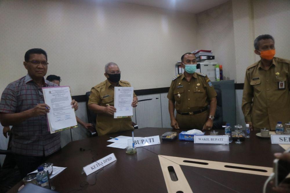 Bupati, Wabup, Sekda dan Wakil Ketua DPRD merima WTP.
