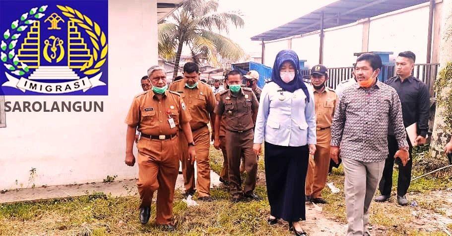 Kepala Divisi Keimigrasian Kanwil Kemenkumham Provinsi Jambi, Morina Harahap melihat lokasi dan bangunan Kantor UKK Kabupaten Sarolangun.