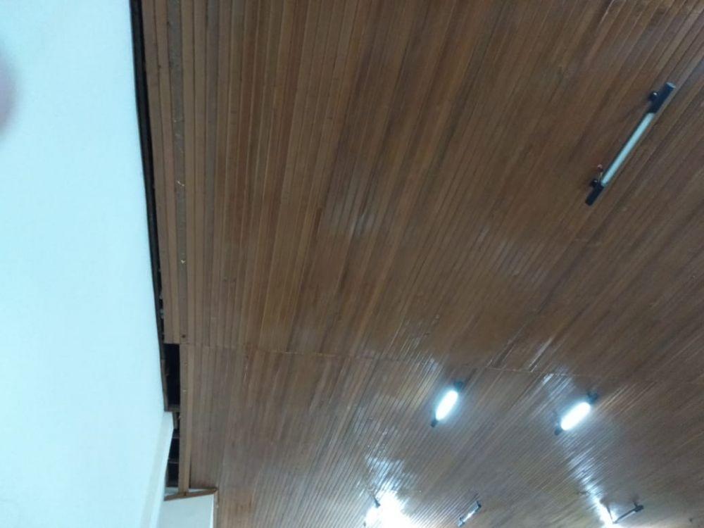Atap kantor Golkar yang bocor