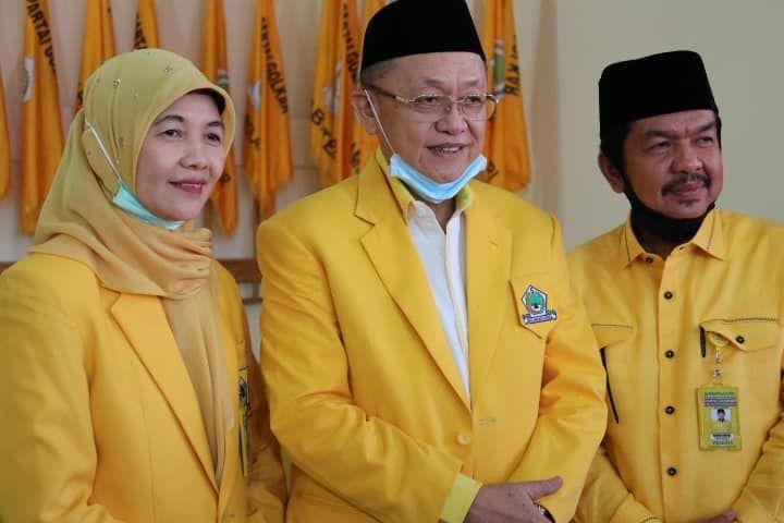 Ketua DPD I Golkar Provinsi Jambi, Drs H Cek Endra bersama Ketua DPD II Golkar Sarolangun, Tontawi Jauhari dan Sekjen, Cik Marleni