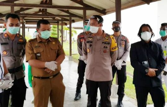 Tim tugus tugas penaganan Covid19 tanjabbar dan anggota DPRD Mengevek ruang isolasi peteochina