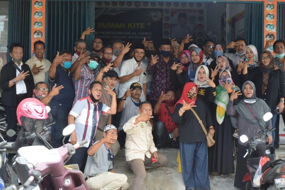 Abdullah Sani bersama warga Tanjab barat.