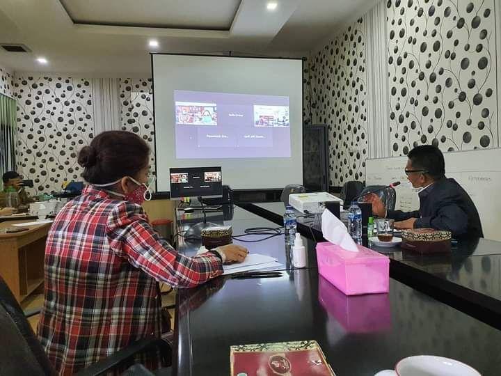 Komisi IV DPRD KOTA Jambi melaksanakan Rapat Virtual ( zoom meeting ) dengan Mitra Kerja nya yaitu Dinas Kesehatan Kota Jambi & RS. Abdul Manaf untuk membahas penanganan Covid-19 di Kota Jambi.selasa(06/10).