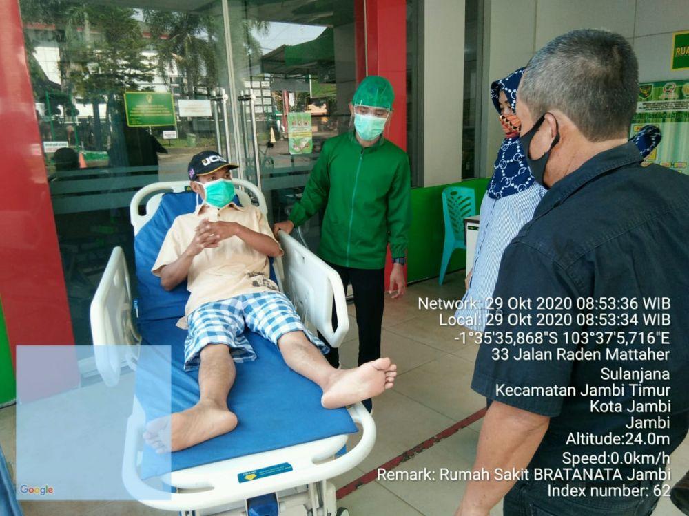 Halidin warga Desa Semerap yang terkena tembak saat rujuk ke Rumah Sakit Bratanata Jambi, Kamis (29/20/2020)