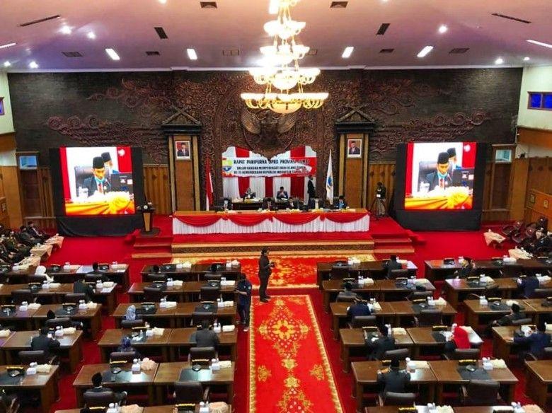 Sidang paripurna DPRD Provinsi Jambi, Jumat (14/8).