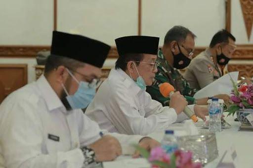 Gubernur Jambi Pimpin Rapat koordinasi di Hadiri bupati/wali kota se Provinsi Jambi dan Satgas Penanganan Covid-19 Kabupaten/Kota se Provinsi Jambi.