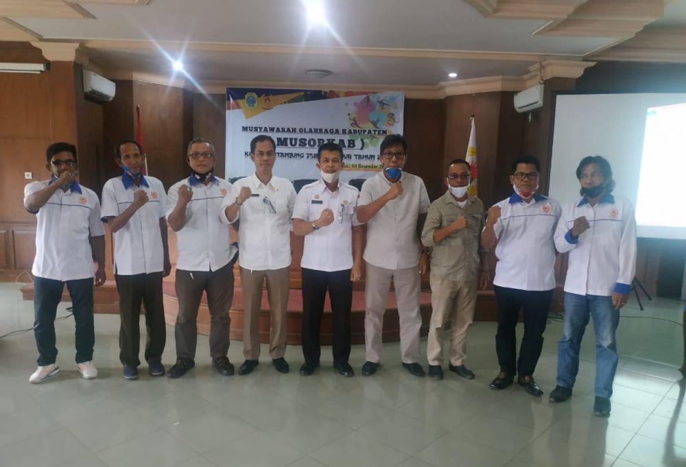Foto bersama usai Muskab KONI Tanjabtim