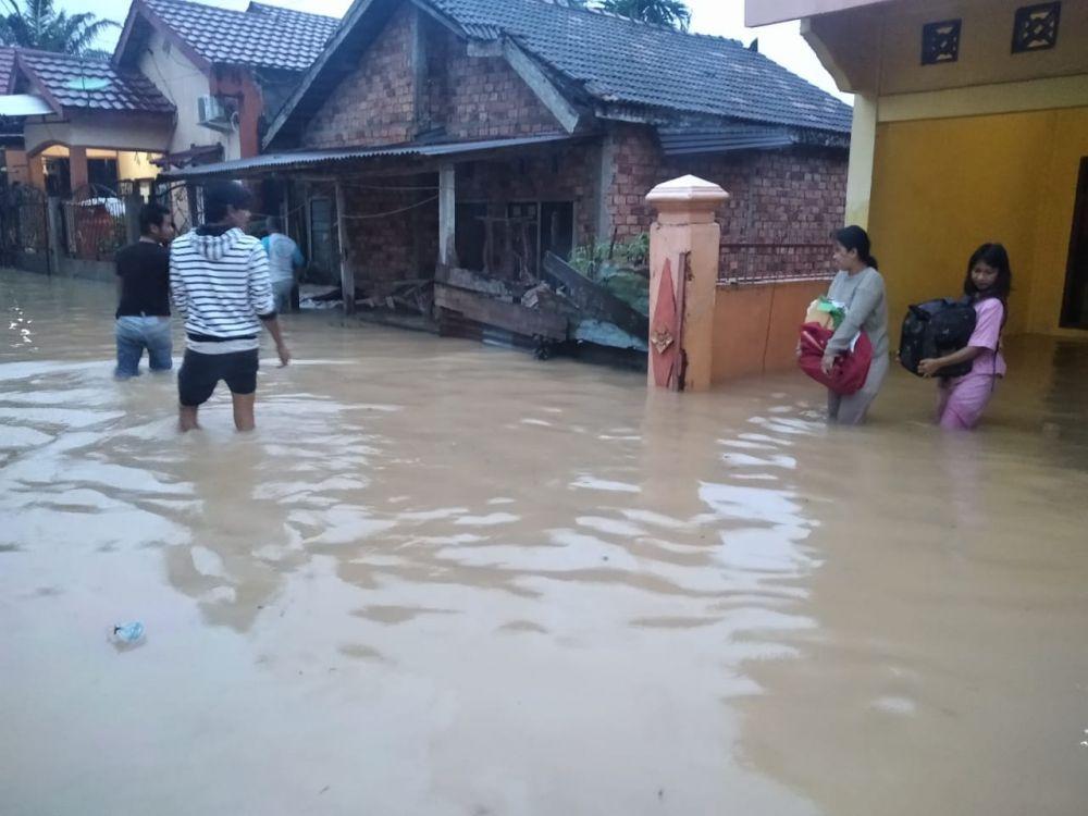 Rumah warga kena banjir, akibat hujan deras dari malam tadi sampai pagi