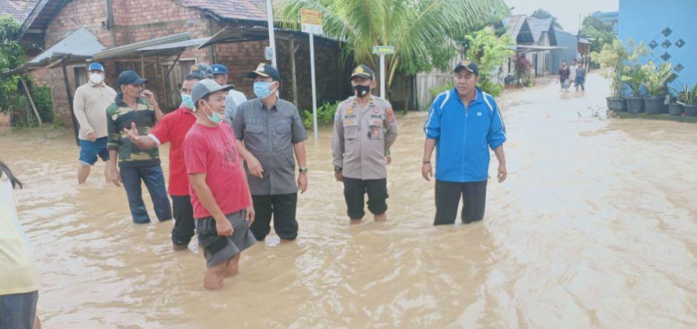 Wabup mengecek langsung rumah warga yang terendam
