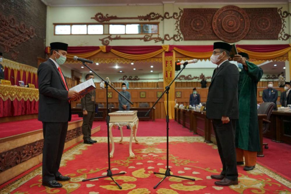 Pelantikan Syahruddin sebagai anggota DPRD Provinsi Jambi sisa masa bakti 2019-2024 di Pandu Sumpah oleh Ketua DPRD Provinsi Jambi Edi Purwanto.