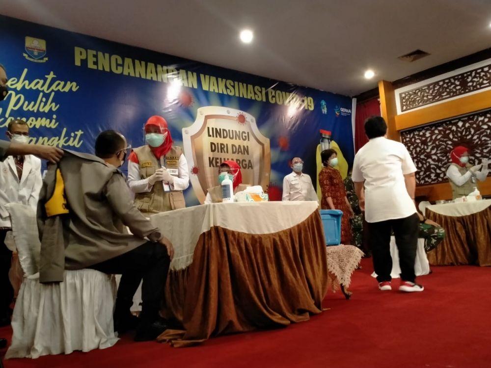 Suasana Vaksinasi di Rumah Dinas Gubernur Jambi
