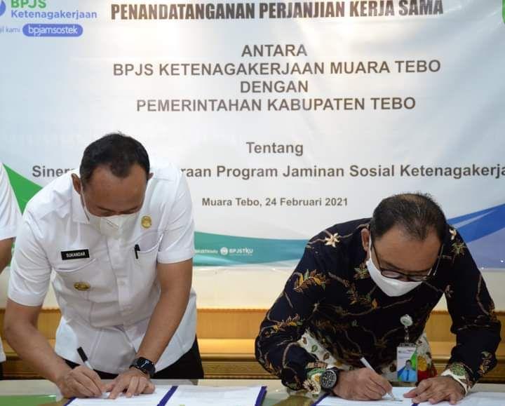 Penanda tanganan perjanjian kerjasama Pemkab Tebo dan BPJS Ketenagakerjaan
