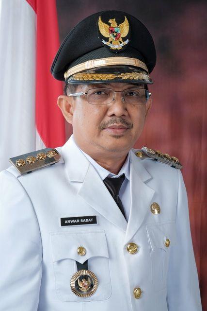 Drs H Anwar Sadat resmi dilantik menjadi Bupati Tanjung Jabung Barat