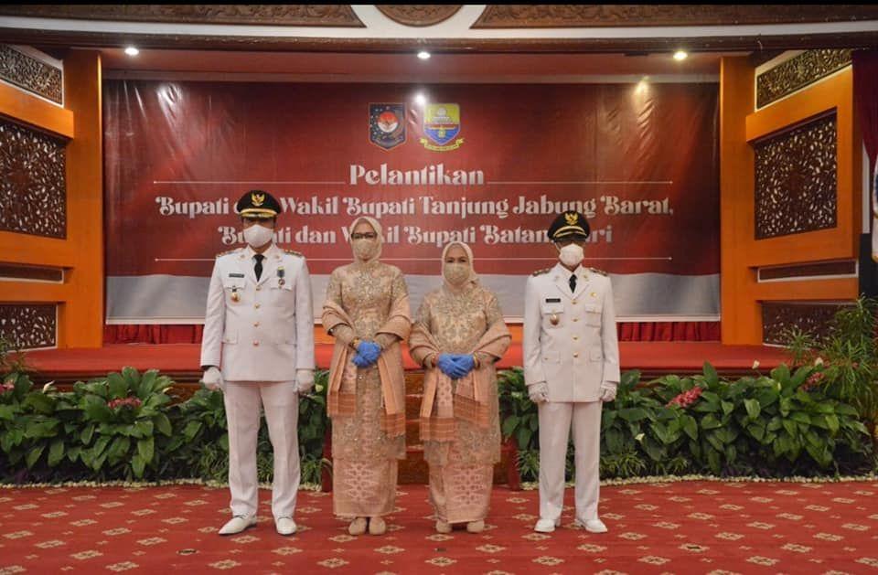Dua mantan sekretaris daerah atau sekda, M Fadil Arief dan Bakhtiar resmi memimpin Kabupaten Batanghari setelah dilantik, Jumat.