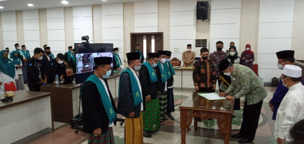 Walikota Jambi, Syarif Fasha kukuhkan pengurus Majelis Ulama Indonesia (MUI) Kota Jambi masa khidmat 2021-2026 serta membuka Rapat Kerja Daerah (Rakerda) I MUI Kota Jambi, di Ruang Pola Kantor Walikota Jambi, Sabtu (27/02).
