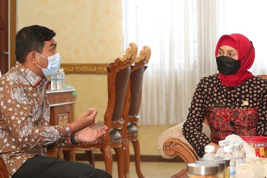 Waka DPRD Rocky Candra Menyambut Kunjungan Penjabat (Pj) Gubernur Jambi, Hari Nur Cahya Mur di Gedung DPRD Provinsi, hadir Sekda Provinsi Jambi Sudirman.