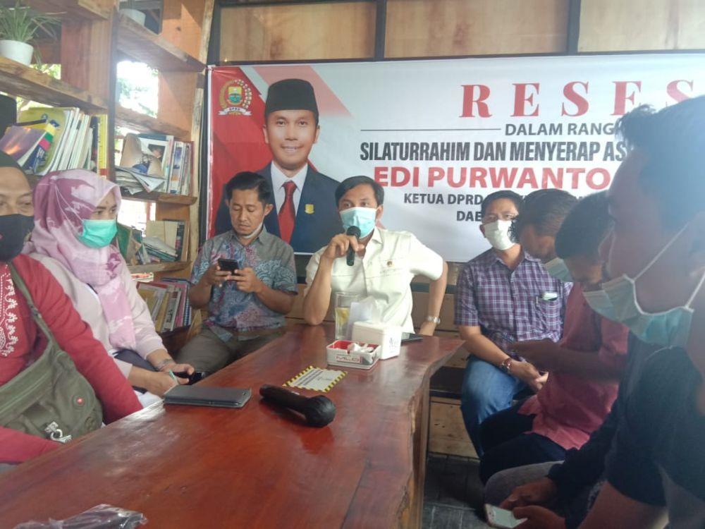 Ketua DPRD Provinsi Jambi, Edi Purwanto menyerap aspirasi para jurnalis di Kota Jambi dalam kegiatan reses-nya di salah satu cafe di Kota Jambi, Sabtu (6/3).