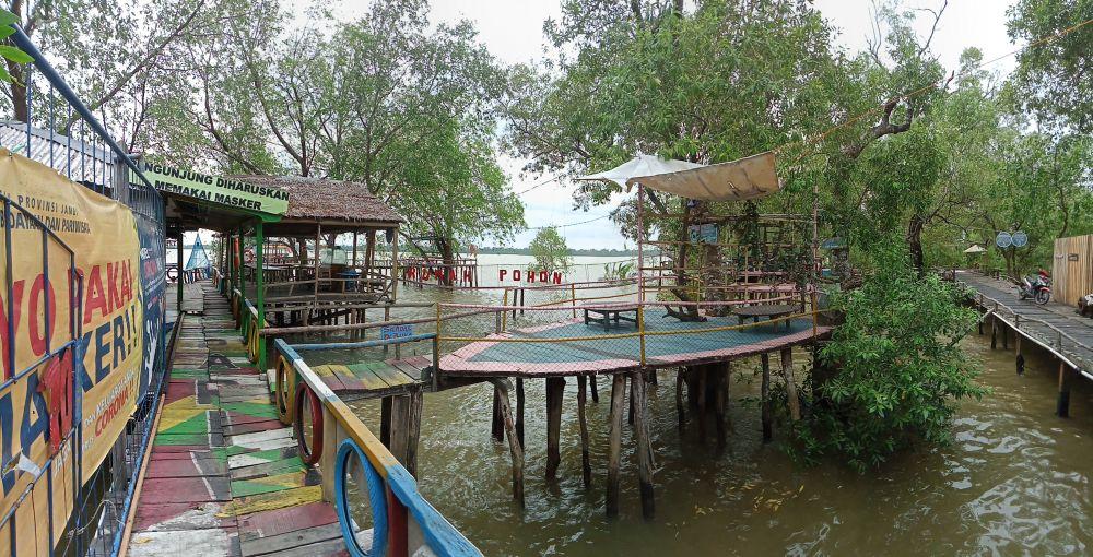 B Cafe di Kampung Laut Tanjabtimur.