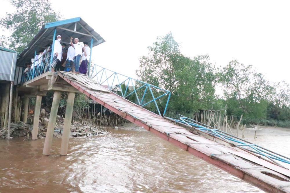Halte Sungai di Tanjabarat