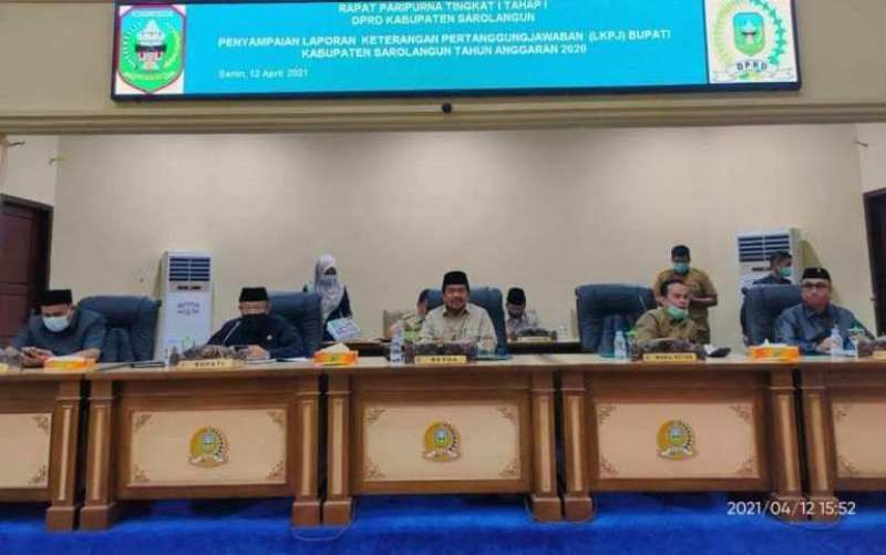 Ketua DPRD, Tontawi Jauhari pimpin rapat raripurna