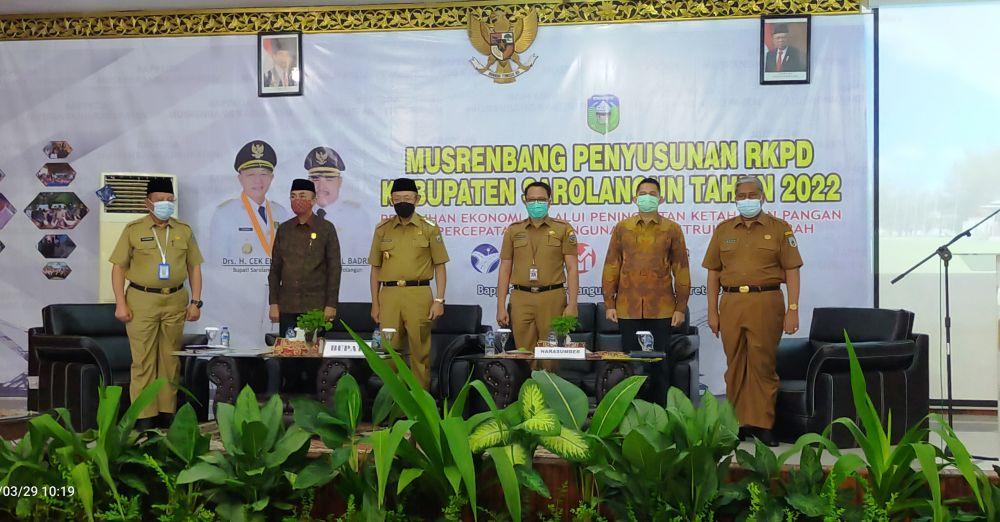 Drs H Cek Endra bersama Kepala Bappeda H Lukman dan Waka II DPRD Syahrial Gunawan