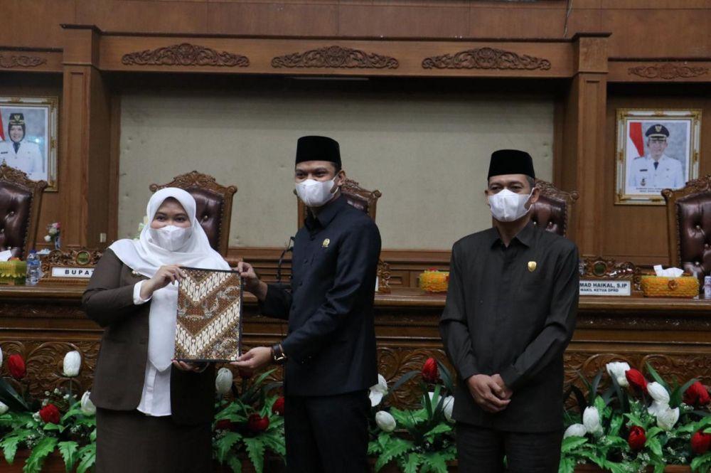 Bupati bersama Ketua dan Wakil Ketua DPRD Muarojambi