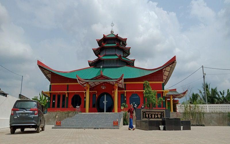 Masjid Muhammad Cheng Hoo, yang berlokasi di Kelurahan Kenaliasam Bawah, Kecamatan Kotabaru.