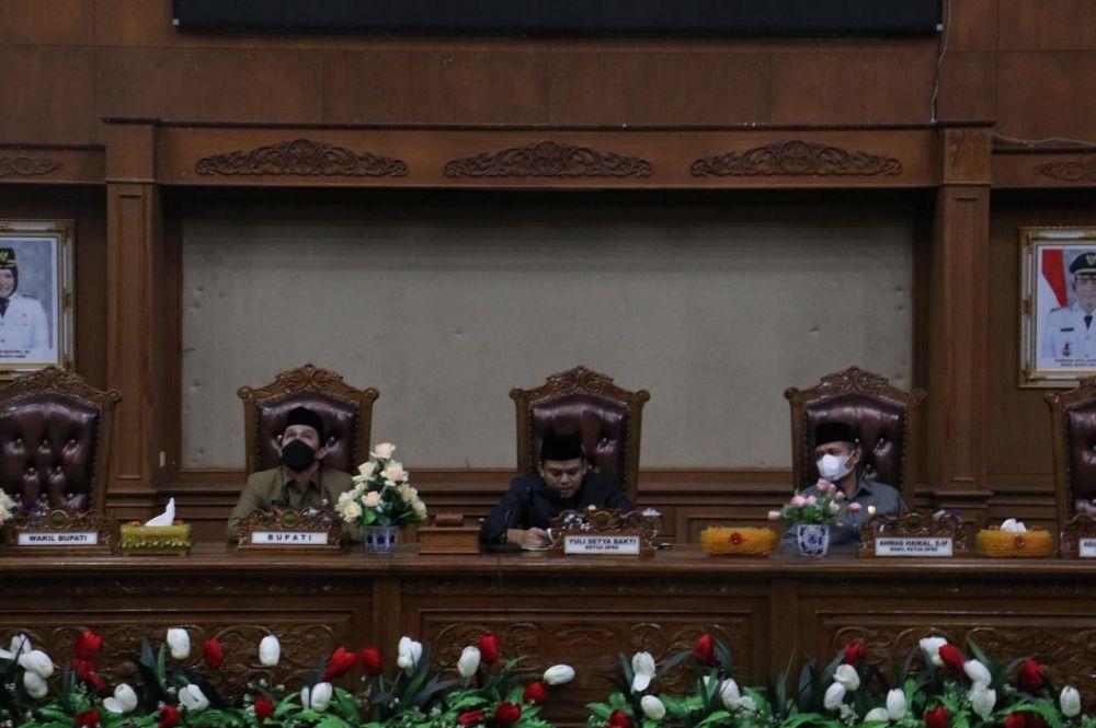 Ketua DPRD Muarojambi memimpin rapat kerja