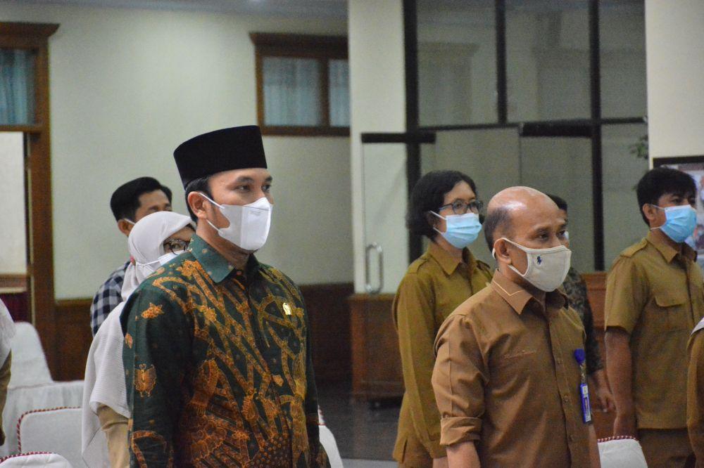 Ketua DPRD Provinsi Jambi Edi Purwanto saat menerima penganugerahan penghargaan yang digelar secara tatap muka di Jakarta dan juga virtual (daring).