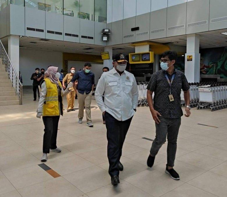 Wakil Ketua DPRD Provinsi Jambi Pinto Jayanegara, selaku Ketua Satgas COVID-19 DPRD Provinsi Jambi melakukan inspeksi mendadak ke bandara Sultan Thaha Jambi, Selasa (22/6).