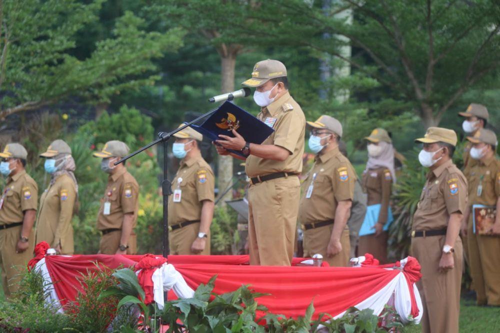 Gubernur Jambi Al Haris saat memimpin apel Peningkatan Disiplin ASN lingkup Pemprov Jambi.