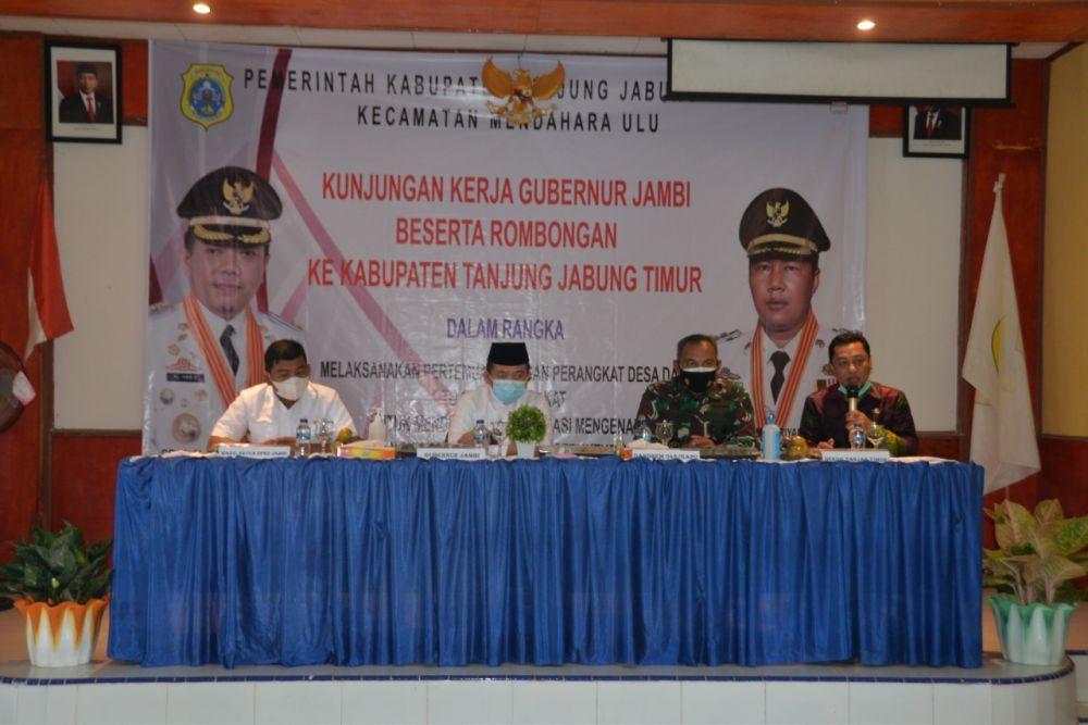 Gubernur mengunjungi korban kebakaran di Desa Menteng (Mendahara Tengah) Kecamatan Mendahara  Kabupaten Tanjung Jabung Timur, Jum'at (16/7/2021).