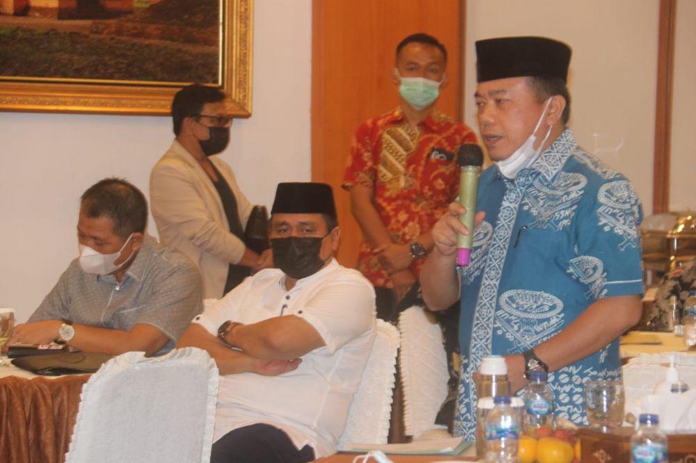 Gubernur Jambi H Al Haris mengadakan pertemuan dengan pihak Balai di Provinsi Jambi.