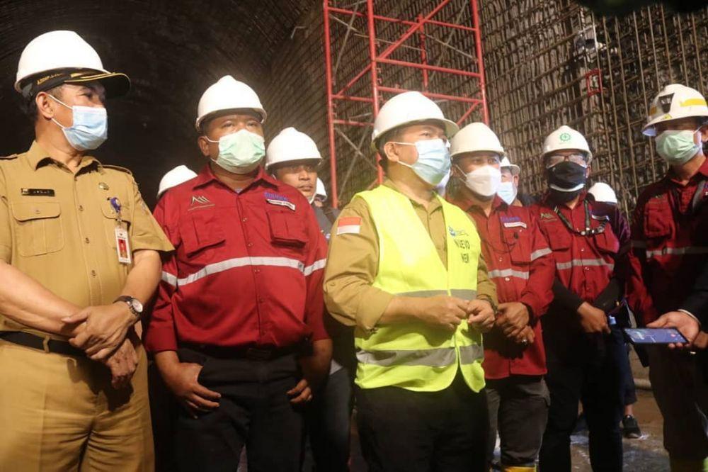 Gubernur meninjau pembangunan trowongan aliran air penggerak turbin pembangkit listrik di PT. Kerinci Merangin Hidro, Selasa (3/8/2021).