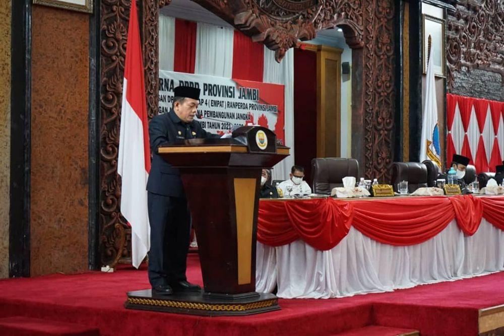 Gubernur Jambi Al Haris sampaikan Program Dumisake dalam sambutannya saat menghadiri Rapat Paripurna Dewan Perwakilan Rakyat Daerah (DPRD) Provinsi Jambi