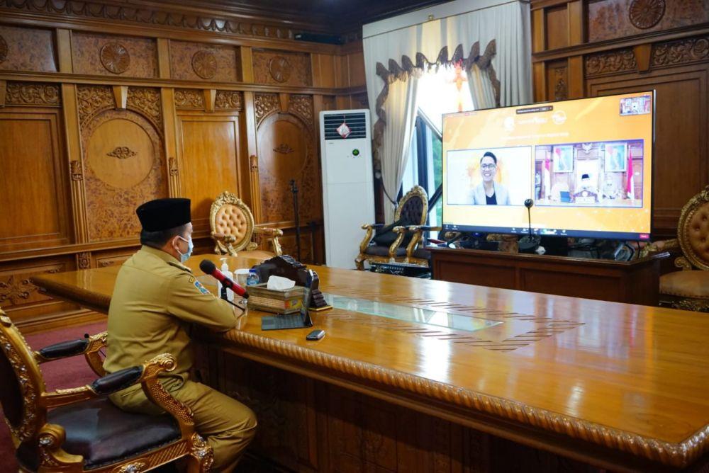 Gubernur Al Haris menjadi Narasumber Acara Literasi Digital