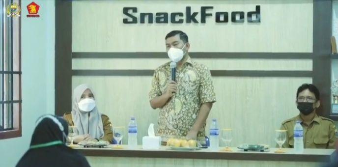 Rocky Candra saat menyampaikan sambutan saat  membuka pelatihan pengolahan makanan yang di fasilitasi oleh Dinas Perindustrian dan Perdagangan Provinsi Jambi, selasa (7/9/21).