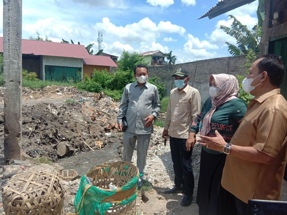 Pansus BOT DPRD Provinsi Jambi saat meninjau Pasar Angso Duo. Selasa (7 /9/2021)