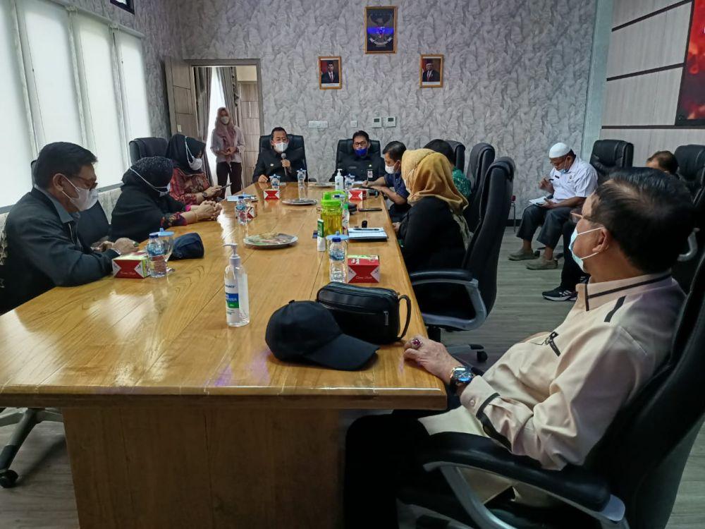 Komisi IV DPRD Provinsi Jambi Bersama Wakil Bupati Muarojambi membahas penanganan Covid-19