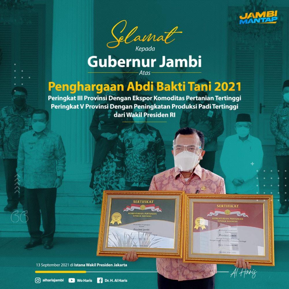 Gubernur Jambi Al Haris saat terima penghargaan