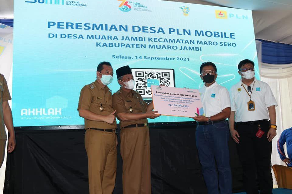 Wakil Gubernur Jambi Drs. Abdullah Sani, M. Pd. I, meresmikan 100 Persen Penggunaan PLN Mobile di Desa Maro Sebo, Kabupaten Muaro Jambi, Selasa (14/9),