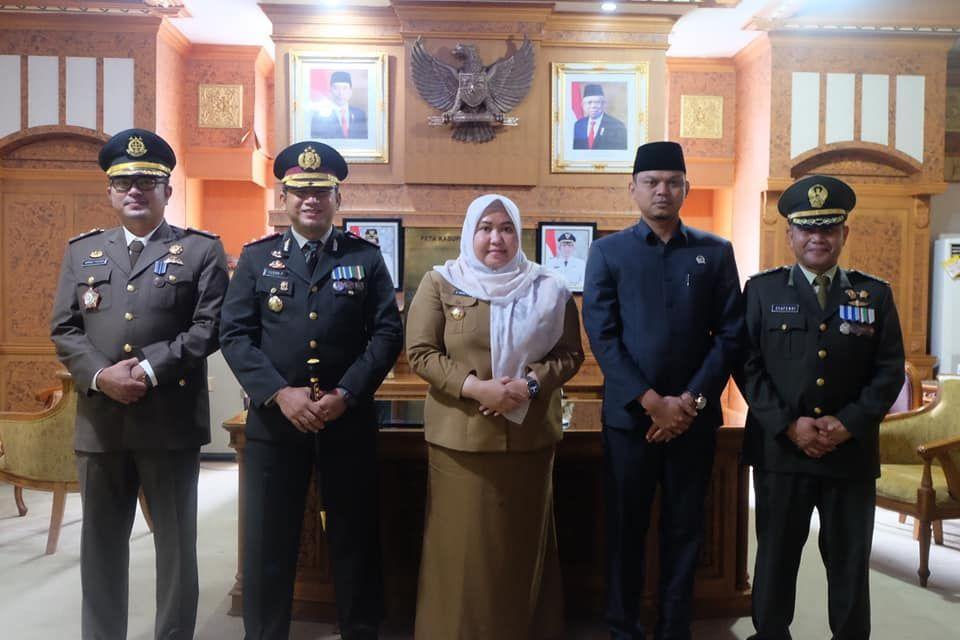 Ketua DPRD Foto bersama Bupati, Dandim, Kapolres dan Kejari